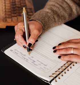 Take some time out of your day for mindful journalling. Getting started doesn't have to be daunting following the simple tips below.